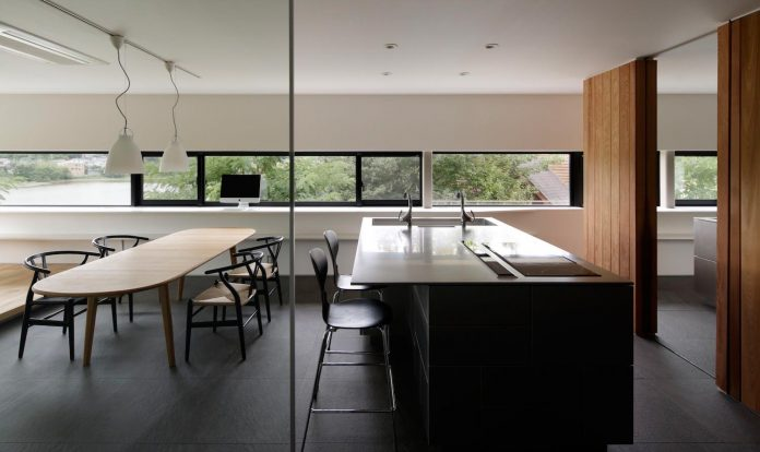 rectangular-house-opens-wide-towards-lake-surface-surrounded-rich-greenery-15