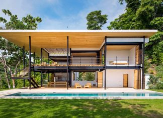 See through house with two breath-taking views: towards the ocean and into the jungle