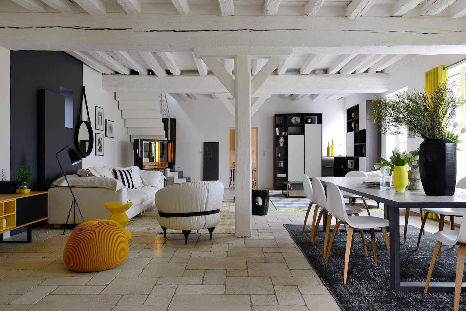 Stylish ecully house work of art located in lyon france for Art et fenetre lyon