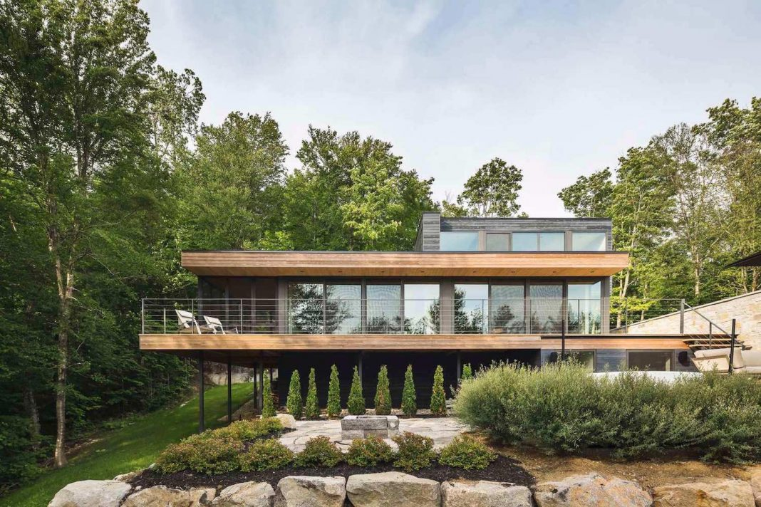 Estrade Residence: contemporary forrest home in the verdant Laurentians in Quebec