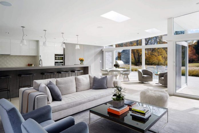 Mid Century Modern House Gets Most Of The Natural Light