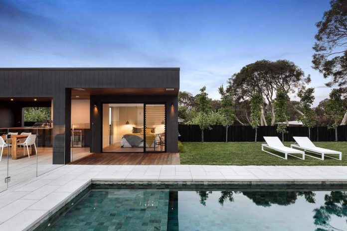 This modern one story house creates a great connection between the indoor and outdoor spaces - Connection between lifestyle home design ...