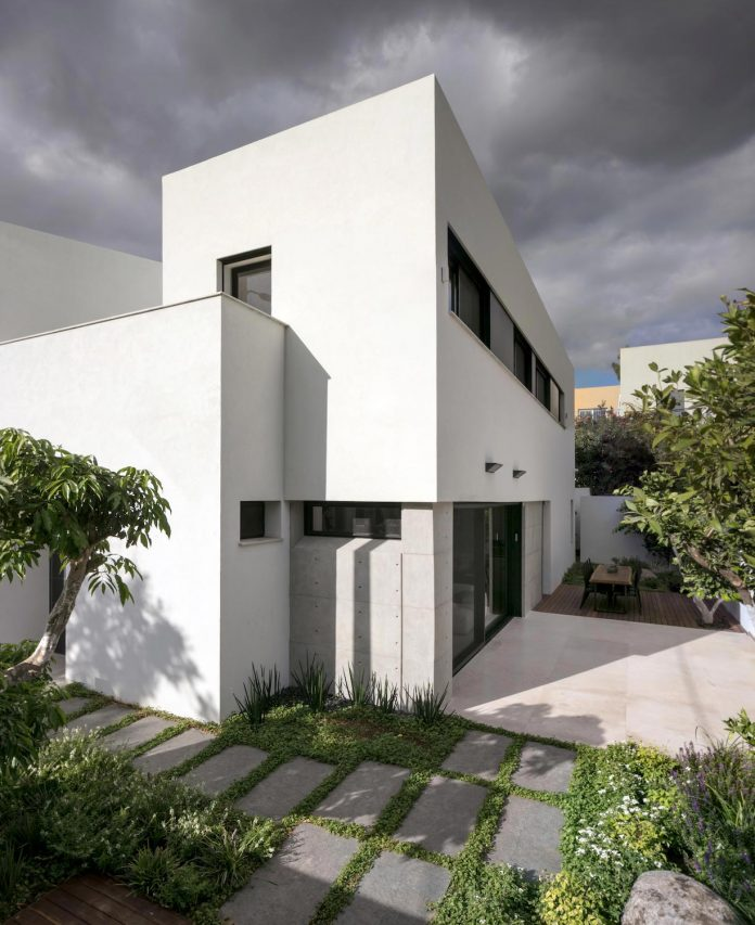 Modern Renovation Of A Single Story Semi Detached House From The 1950 S Caandesign Architecture And Home Design Blog
