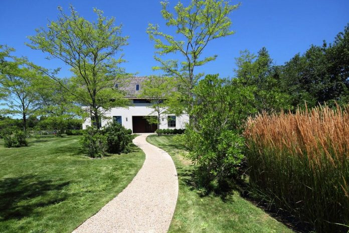 Private home provided with a gorgeous wide open space and for Beautiful natural houses