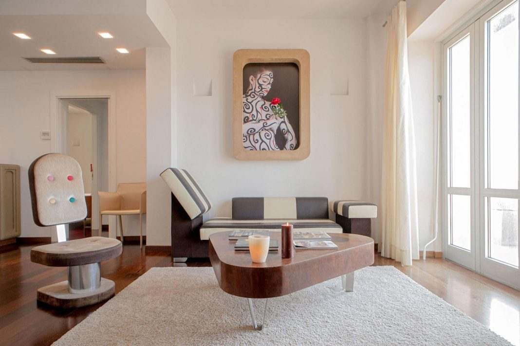 An airy home with seaside view is the perfect place that glows at night in Viareggio, Italy