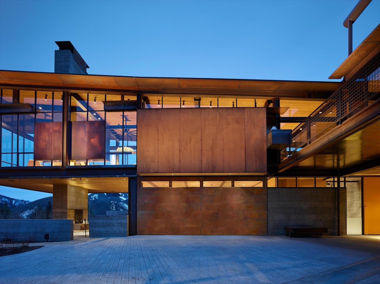 Bigwood olson kundig modern house feel authentic high desert mountain landscape 01