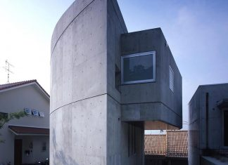 Concrete half rounded, half square home by Kugatsuno Kaze Design Office
