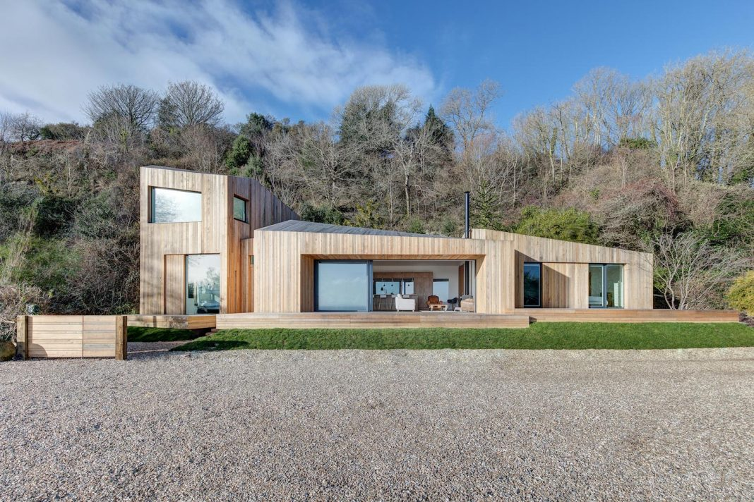 The Crow S Nest Contemporary Holiday Home On A Cliff Top Designed