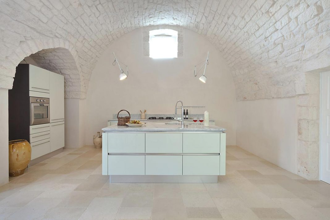 Farm house restored in the absolute respect of its original characteristic in Ostini, Apulia
