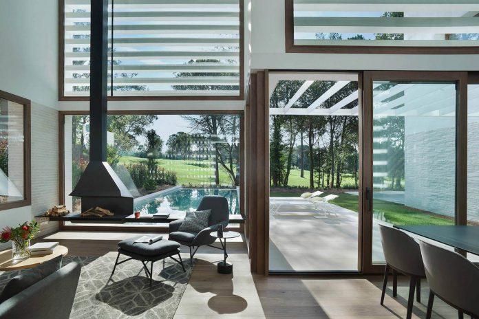 La Pineda modern villa by Jaime Prous Architects
