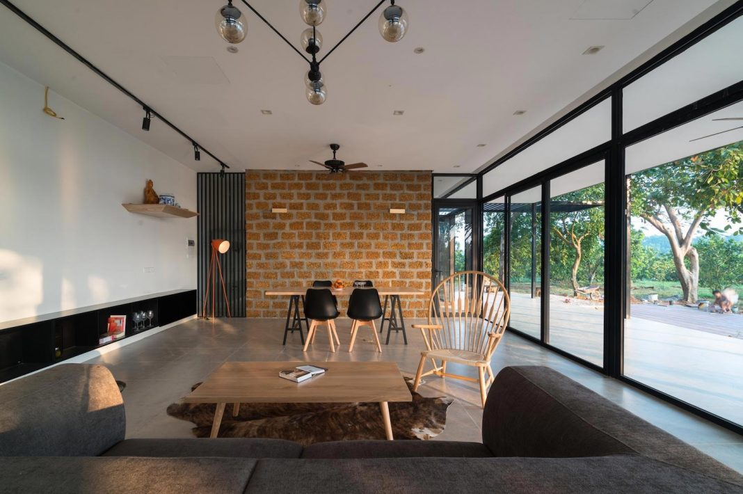 Mian farm cottage simple outlines rich natural light and connection between inside and outside - Connection between lifestyle home design ...