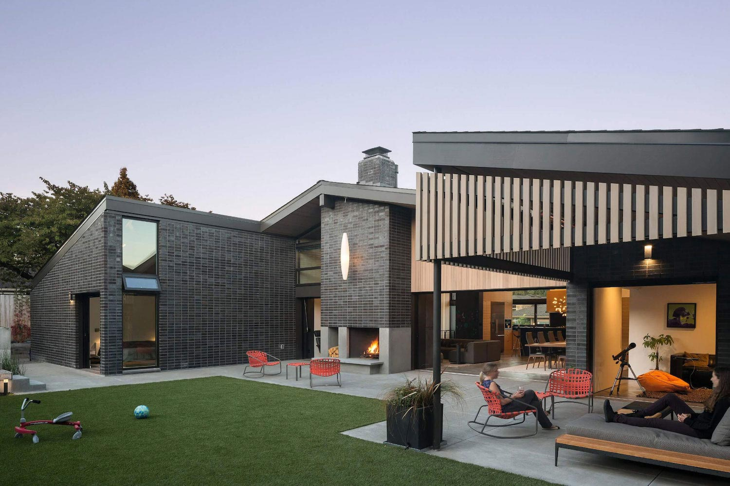 Mid Century Family House Is Providing A Departure From The
