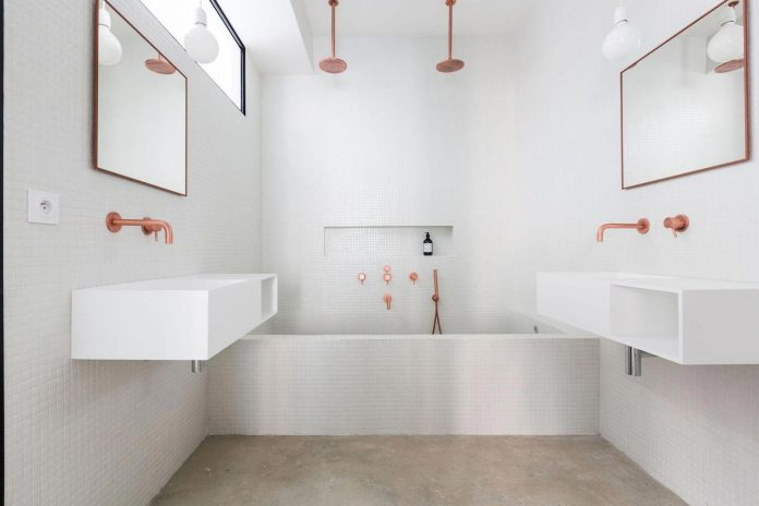 Minimalist apartment design focused on raw materials and pure forms by jonathan stene - Bagno senza finestra come fare ...