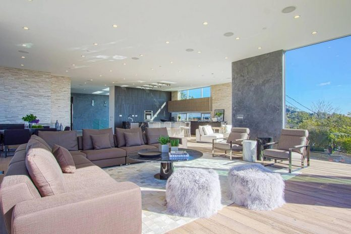 Modern interior design of a Brentwood house by by Michelle Ruben