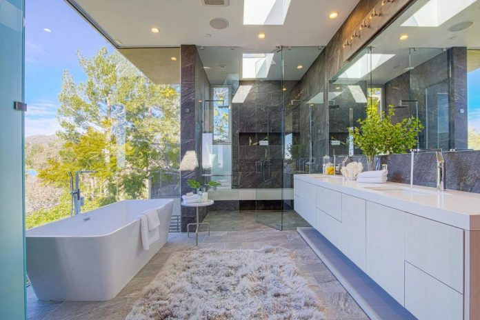 Modern interior design of a brentwood house by by michelle for Interior designs by michelle