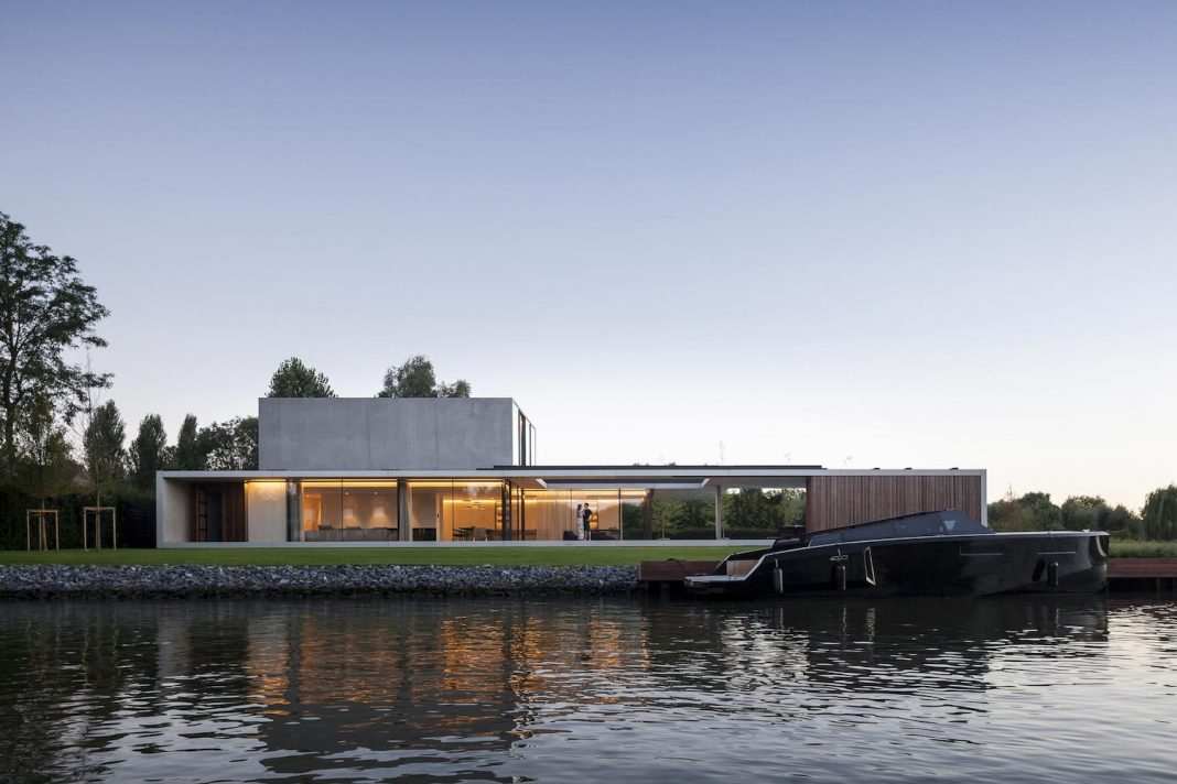 Modern VDB Residence: a long floating horizontal concrete framework made up by 2 volumes
