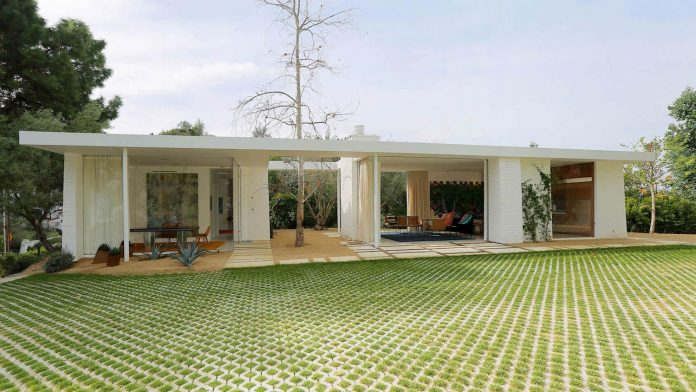 One story midcentury residence located in Hollywood Hills by