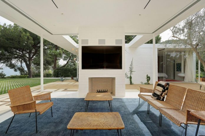 One story midcentury residence located in Hollywood Hills by Struere