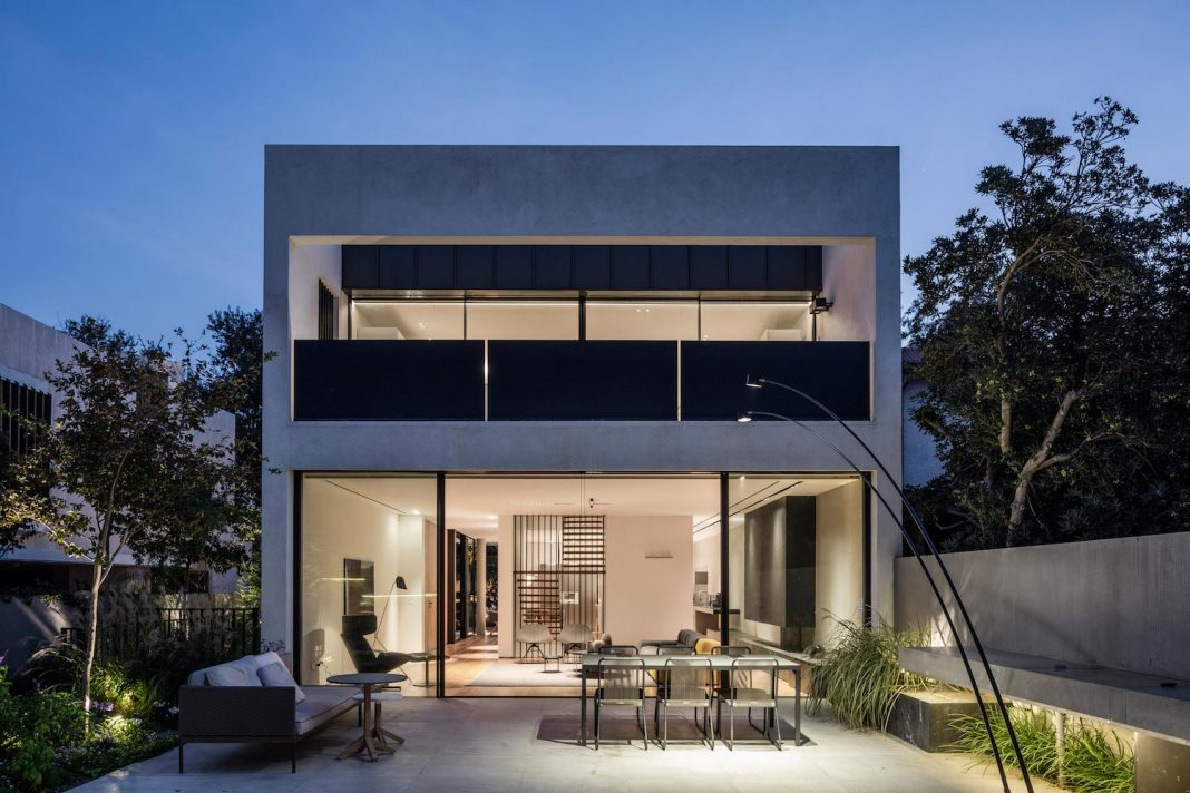 Private urban house designed to provide long lighted accents in carefully selected areas