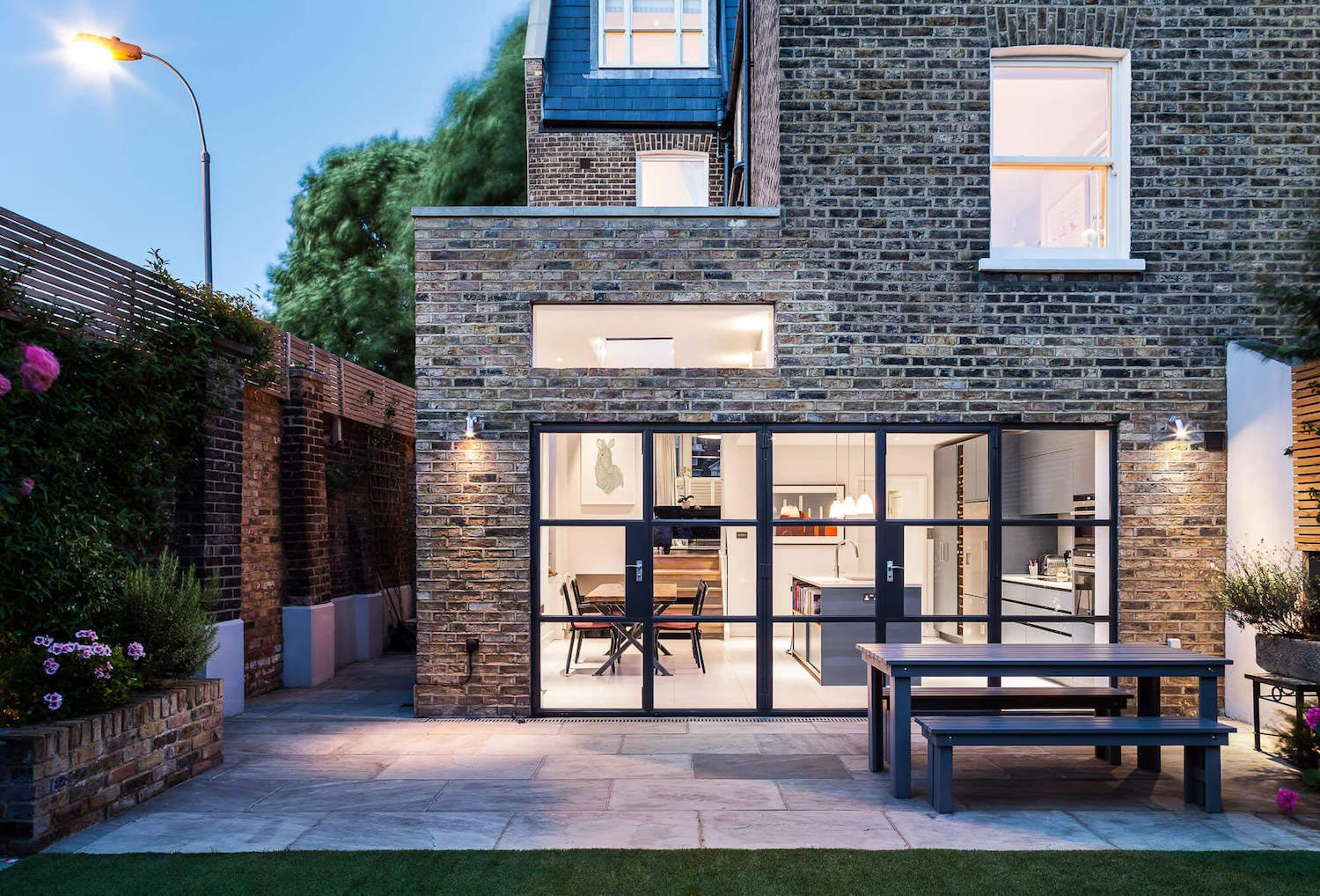 Slot house by au architects remodels a london end of for Modern house london
