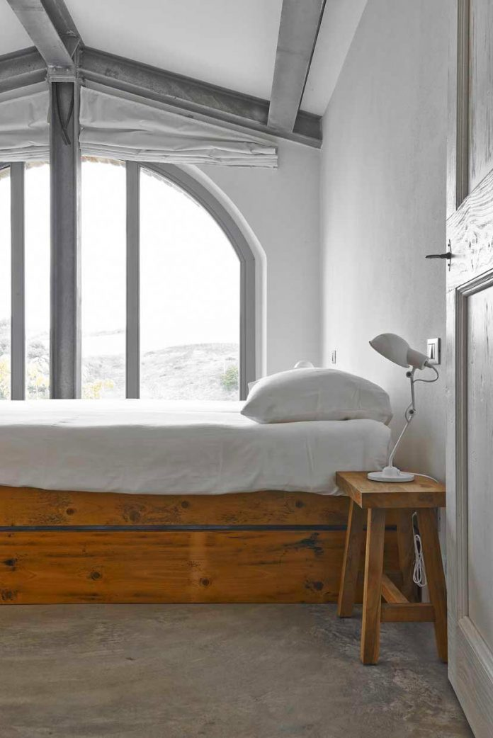 Traditional from the outside and modern and industrial - Interior design perugia ...