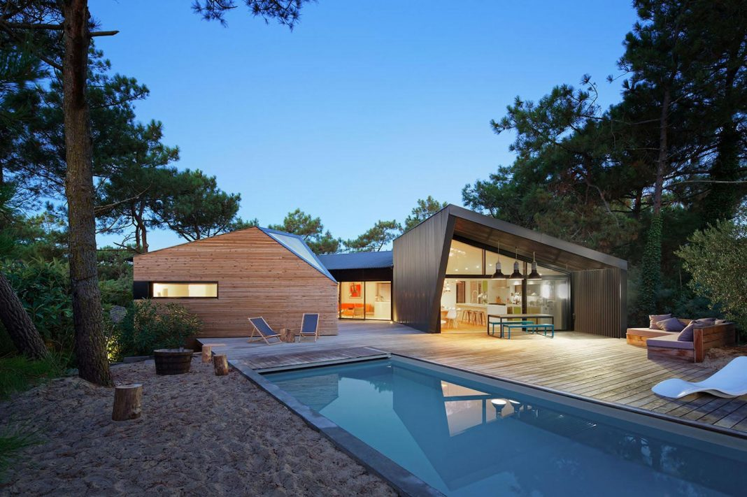 Atelier Du Pont designed an environment friendly holiday home in Cap Ferret