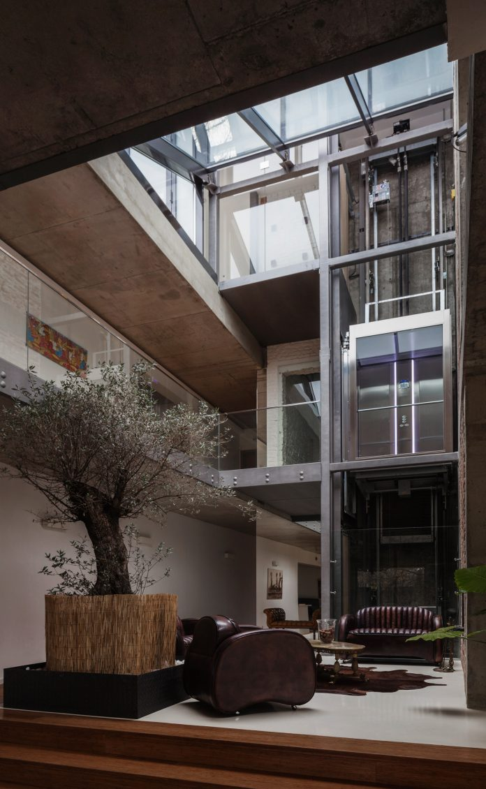 Cherry Orchard Residence Provides A Small Belvedere Open