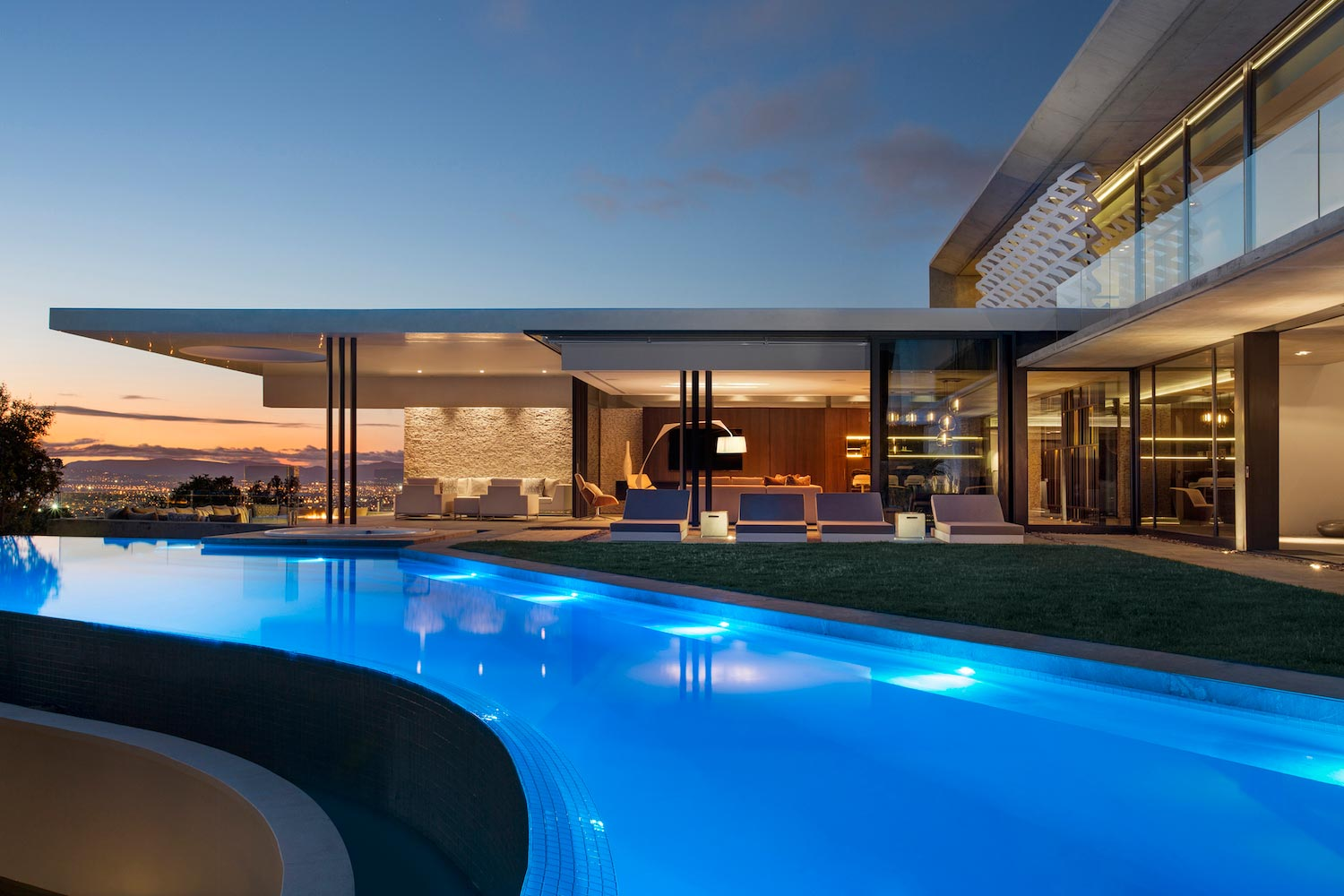 City villa by arrcc modernist interplay of rectangular for Pool villa design