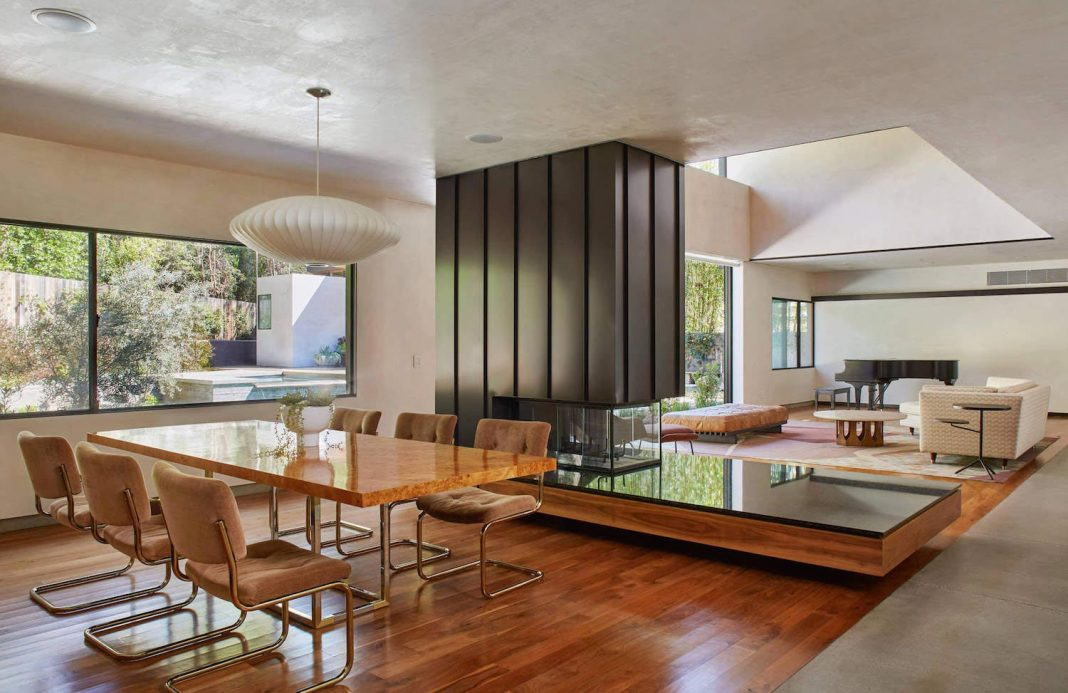 Contemporary Yee House situated in a forrest area of Mandeville Canyon, California