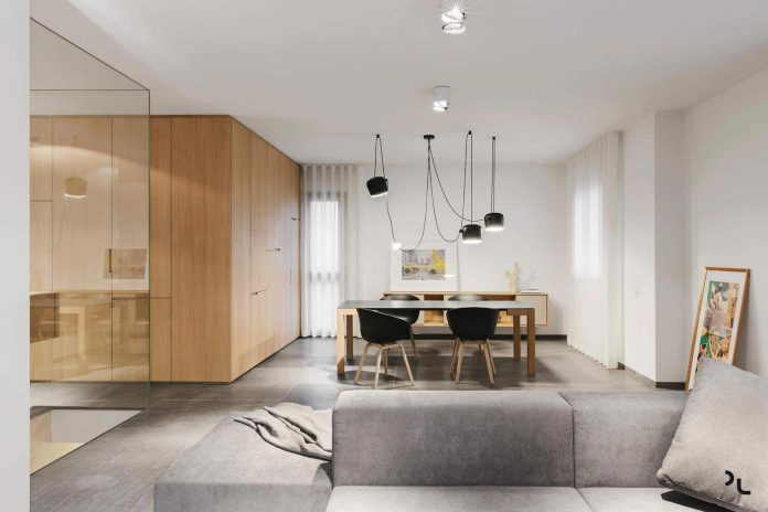 EP minimalist apartment designed by Manca Studio in shades of gray and wooden textures