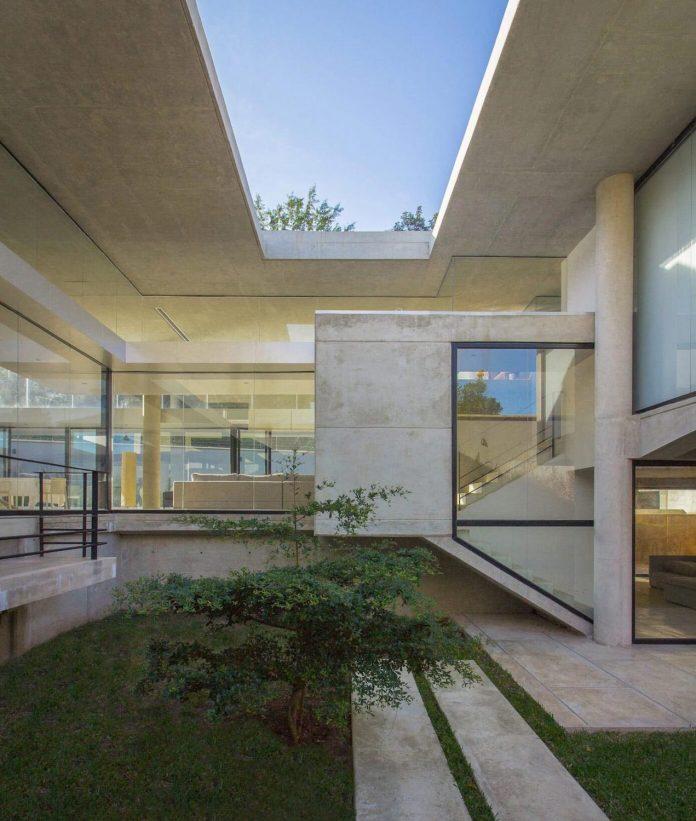 Guaparo House By NMD Nomadas A Contemporary Concrete And Glass - Contemporary glass residence