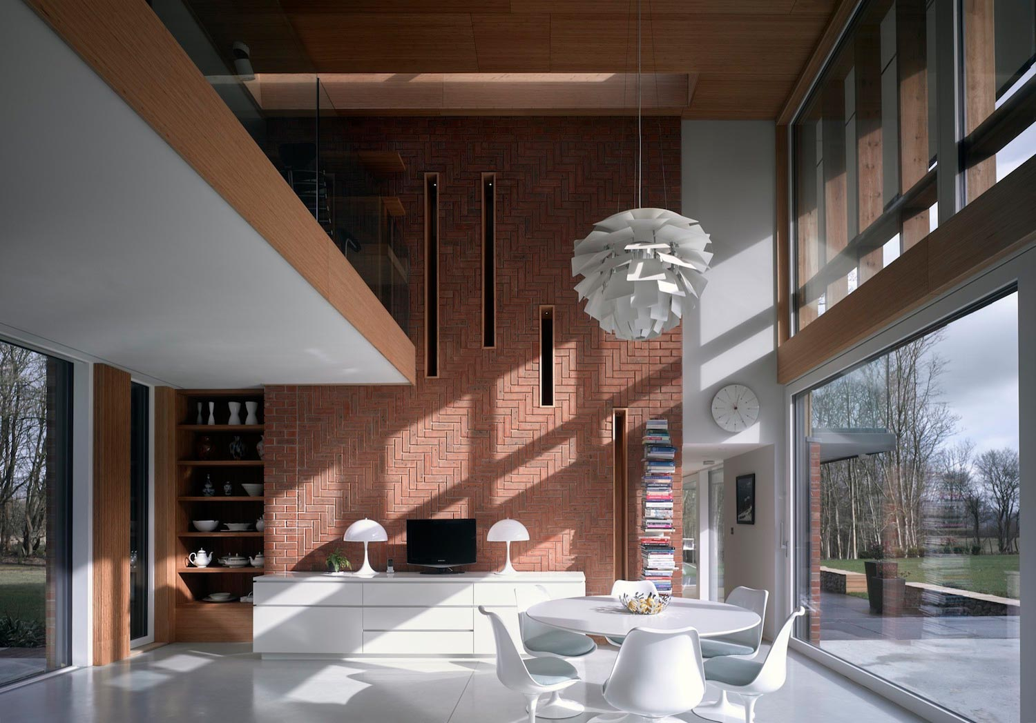 House Designed To Maximize The Energy From The Sun Along