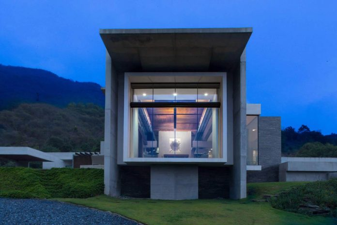 Monterrey ultra modern mansion by barber choate hertlein for Modernes haus 2 etagen