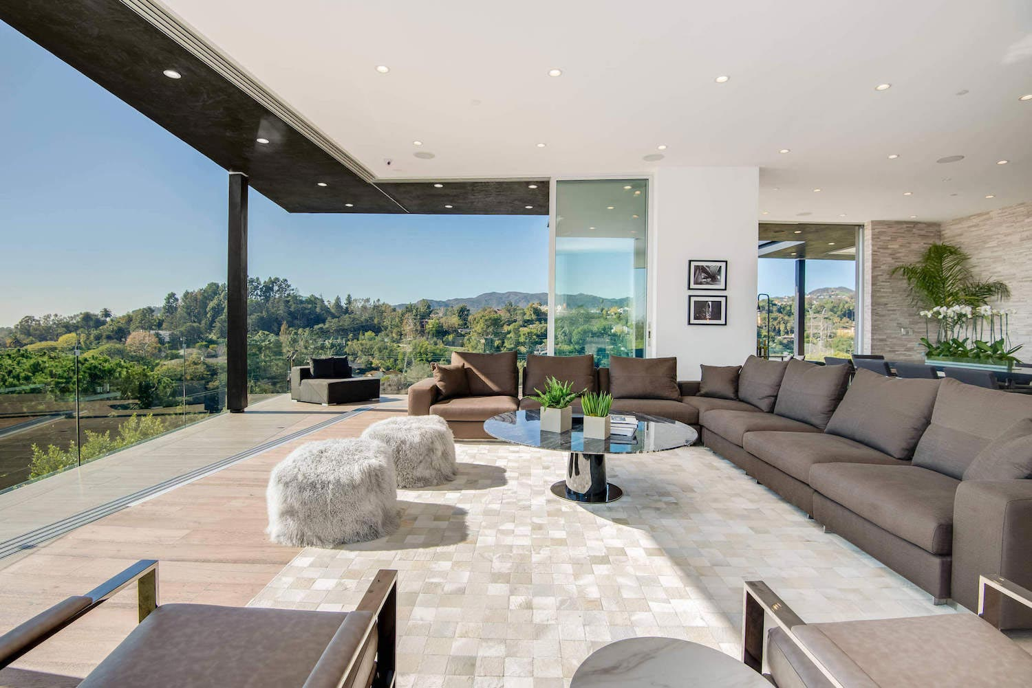 Multi million home on the hills of los angeles has for Home design los angeles