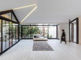 Thirty-pine villa designed in order to pay full attention to the nature