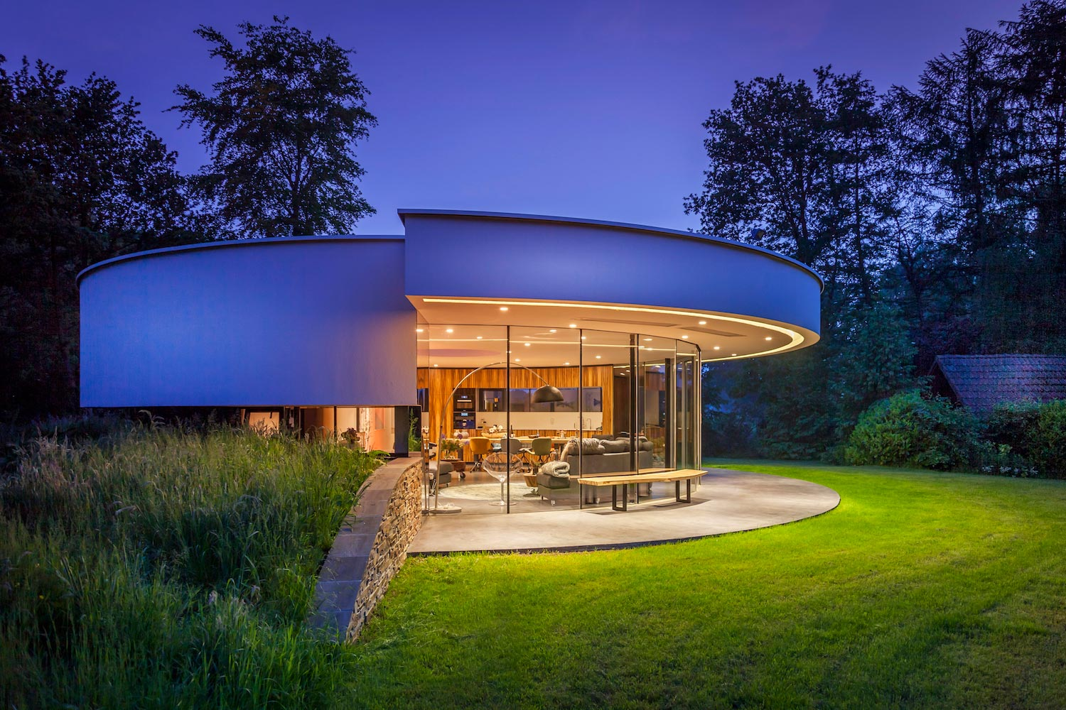 Tiny modern circular villa in a dutch forest by 123dv - Punch home design architectural series 18 ...