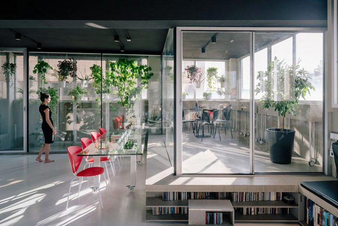 Transformation of an industrial setting into a flexible live or work space