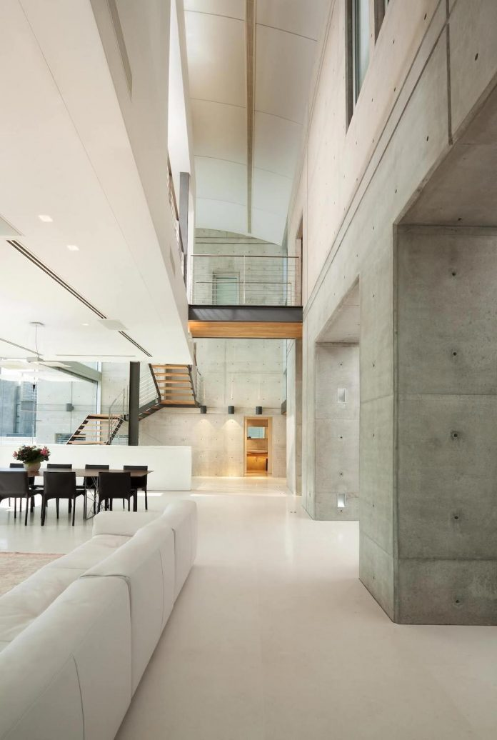 Two modern minimalist homes in ramat gan by dror barda for How to clean a painted cement floor