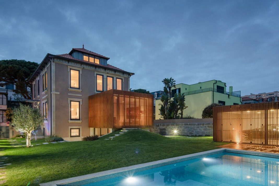 Redesign of a bourgeois house built in 1925 in Portugal