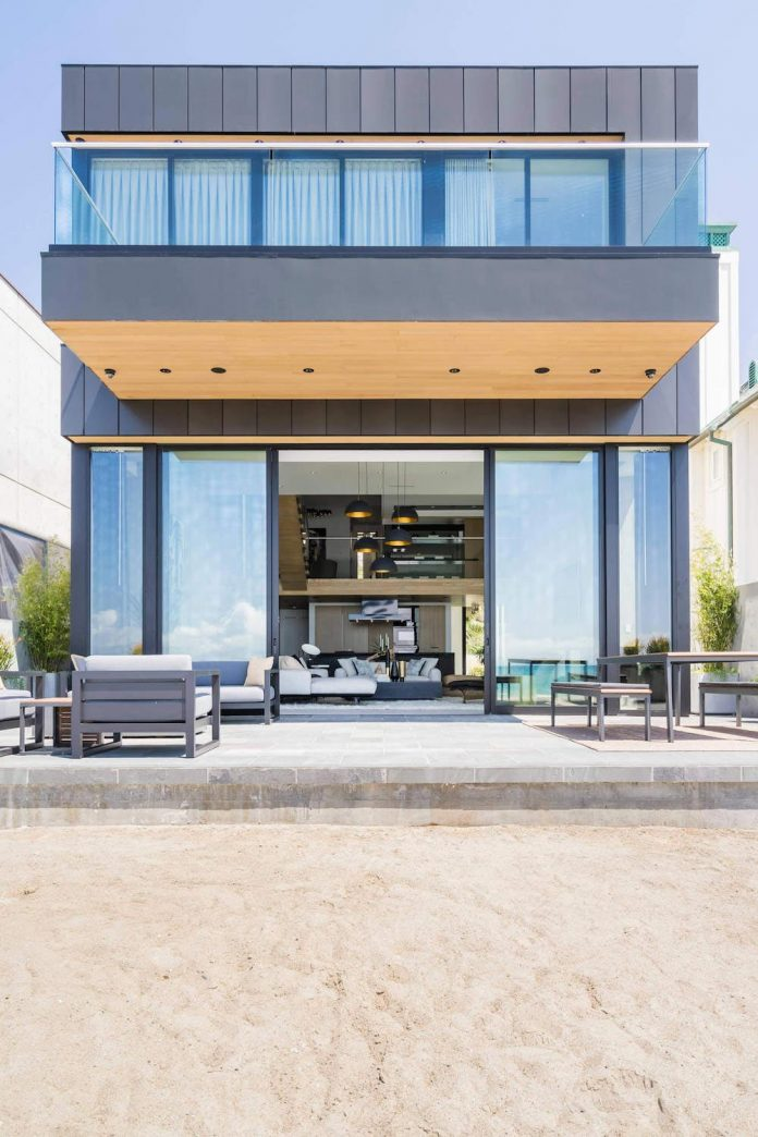 Contemporary bright beach house located in california for Beach house design jeffrey strnad