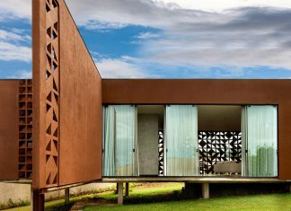 The design of a house in Brasilia which allows natural light to enter through its perforated brick walls