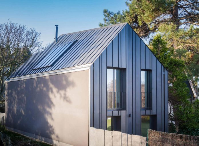 Summer House Ideas Interior >> House near the beach is covered in glass, black zinc and anthracite cement fiber cladding panels ...