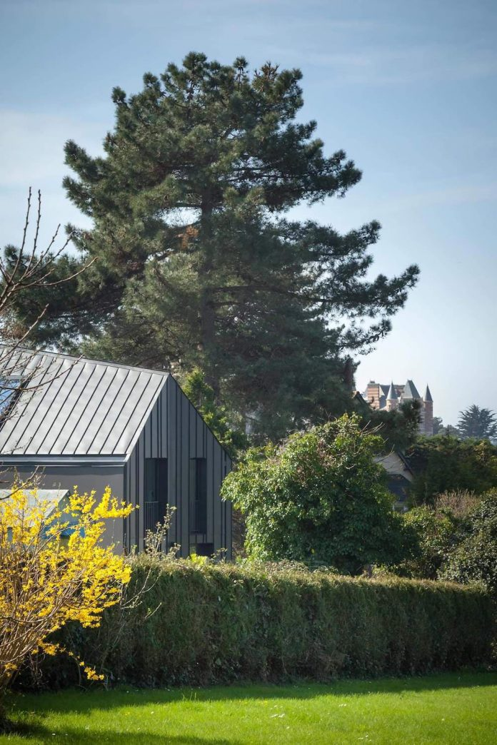 House Near The Beach Is Covered In Glass Black Zinc And Anthracite Cement Fiber Cladding Panels Caandesign Architecture And Home Design Blog