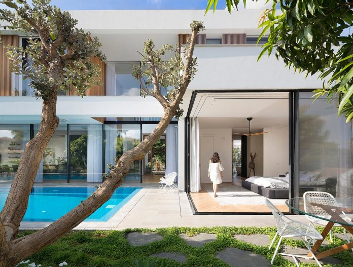 L shaped house designed to have the park with Eucalyptus trees seen as a continuation of its own garden