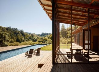 Malcolm Davis Architecture built an off the grid home, an amazing indoor/outdoor living space
