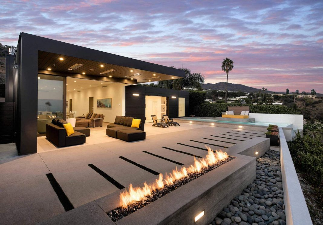 Pacific Palisades home was designed to showcase the majesty of the outside world by Abramson Teiger Architects