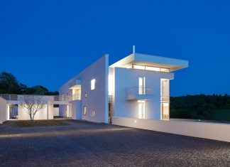 Residence in Oxfordshire notable for the richness of the spatial experience