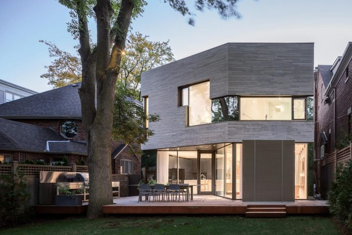 Pseudo modern architecture home