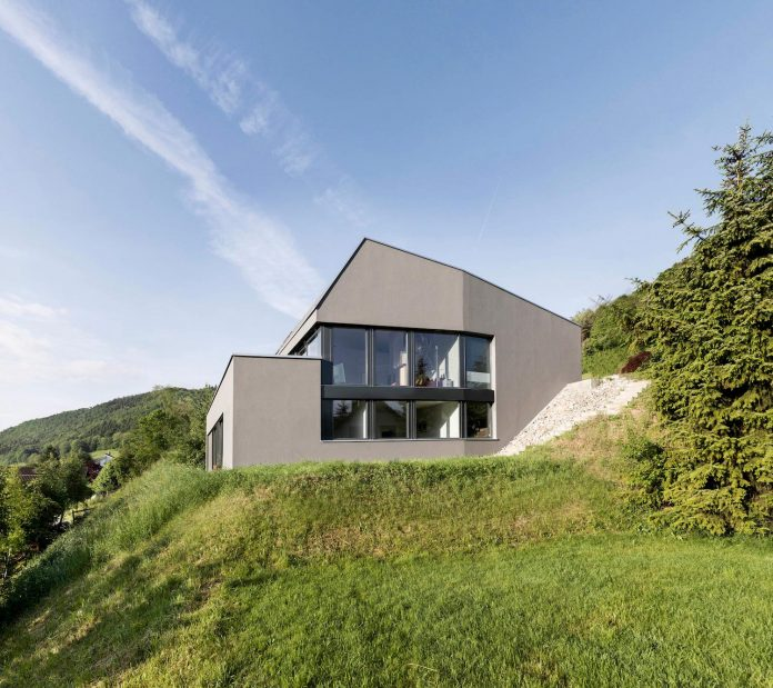 Single family house built on a steep slope that leads to for Houses built on slopes
