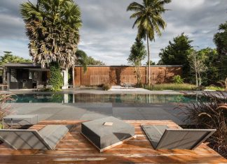 Vacation house surrounded by beautiful Palmyra palms at the meander of the longest river in southern Thailand